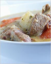 Жаркое из мяса с грибами в сливочном соусе