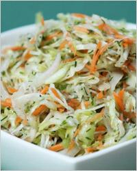 Салат из свежих овощей и белокочанной капусты