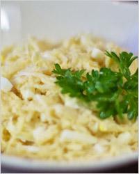 Салат из сельдерея с яблоками и яйцами