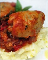 Куриные бёдрышки в томатном соусе в мультиварке