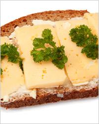 бутерброд с сыром и маслом