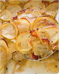 Запеканка из рыбных консервов с картофелем (заливной пирог)