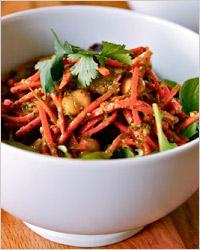 Салат из моркови с мясом