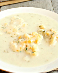 Яичный суп с зеленью и сыром
