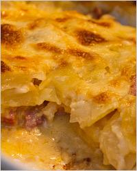 Картошка с мясом, сыром и майонезом «По-французски»