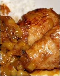 Курица тушёная с яблоками