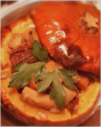 Тыква, фаршированная рагу из мяса и овощей