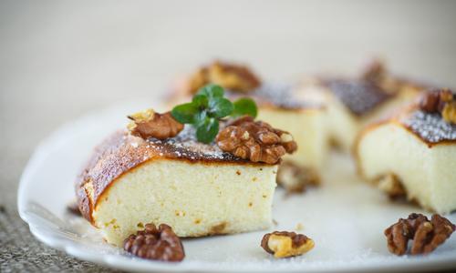 Манник на кефире с грецкими орехами