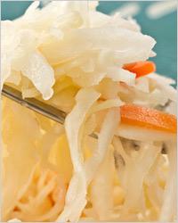 Салат из квашеной капусты с маринованными грибами