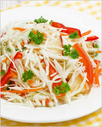 Салат из белокочанной капусты с корейской морковью