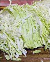 Салат из белокочанной капусты со свёклой и морковью