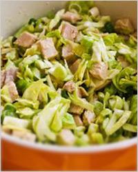 Салат из белокочанной капусты с курицей и макаронами
