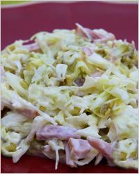 Салат из белокочанной капусты с копчёной колбасой