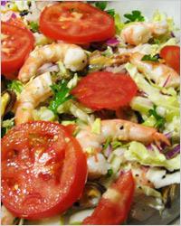 Салат из белокочанной капусты с креветками
