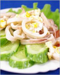 Салат из кальмаров с рисом и сладким перцем