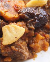 Жаркое из картофеля с мясом и черносливом
