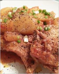 Картофель со свиными рёбрышками и грибами