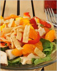 Салат из куриного мяса с фруктами