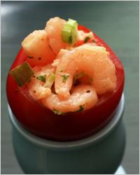 Горячая закуска «Креветки в помидорах»