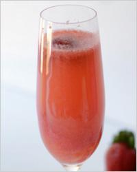 Новогодний коктейль с клубникой