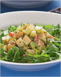 Салат из копчёной курочки под соусом из авокадо