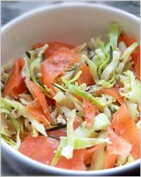 Салат с капустой и лососем
