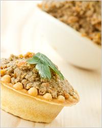 Тарталетки с грецкими орехами и чесноком