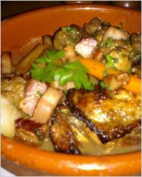 свиные ножки, запеченные с картофелем и грибами