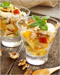 как приготовить фруктовый салат с йогуртом и грецким орехом
