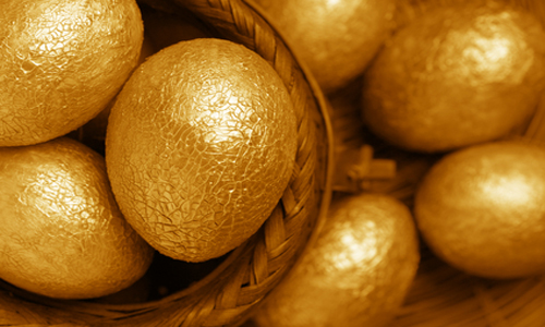 крашеные золотые яйца