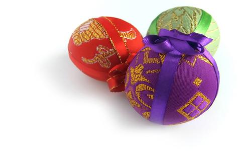 пасхальные яйца, украшенные тканью