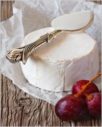 нежный сыр с виноградом