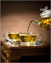 зеленый чай в прозрачной посуде