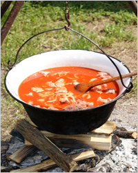 мясной суп на костре