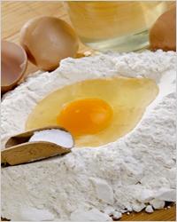 мука с разбитым яйцом