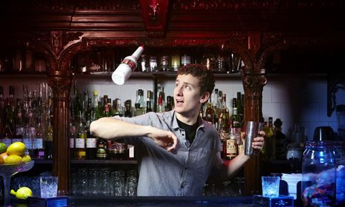 бармен Том Дайер