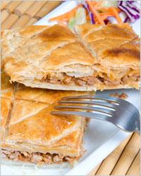 Пирог с мясом из слоеного теста