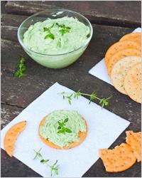 Зеленый соус с травами для салата