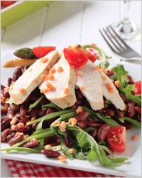 Салат с куриной грудкой и фасолью