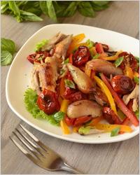 Салат с сухофруктами и курицей