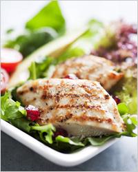 Куриное филе и овощной салат