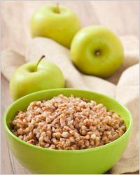 Гречневая каша с яблоками