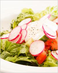 Салат с редисом и мятой