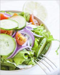 Салат с огурцом и красным луком