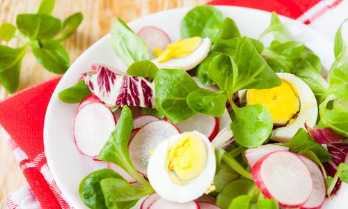 Салат с яйцом и редиской