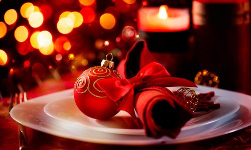 Романтическая сервировка новогоднего стола