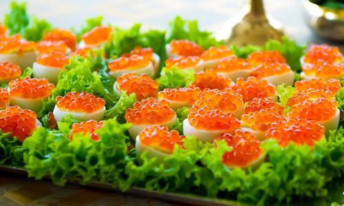Яйца фаршированные красной икрой