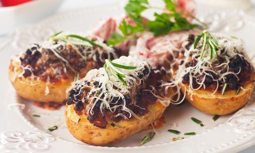 Картофель, фаршированный мясом в духовке