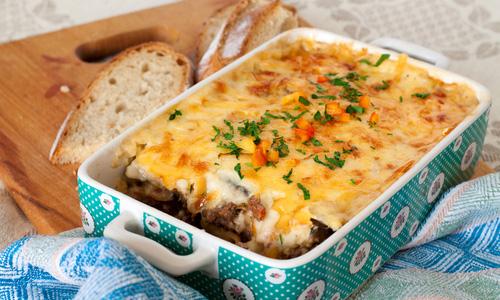 Запеченный картофель с фаршем и грибами
