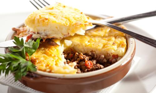 Картофельная запеканка с фаршем под сыром
